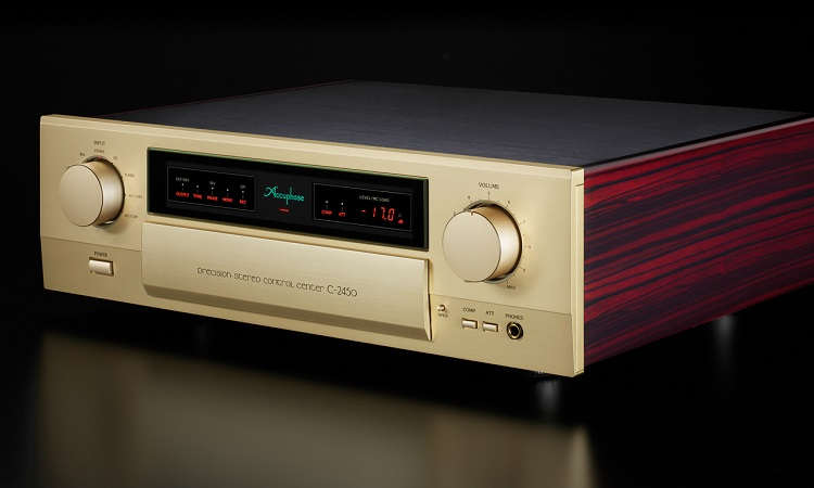 2018-02-28 Accuphase C-2450_front_face_diagonally_