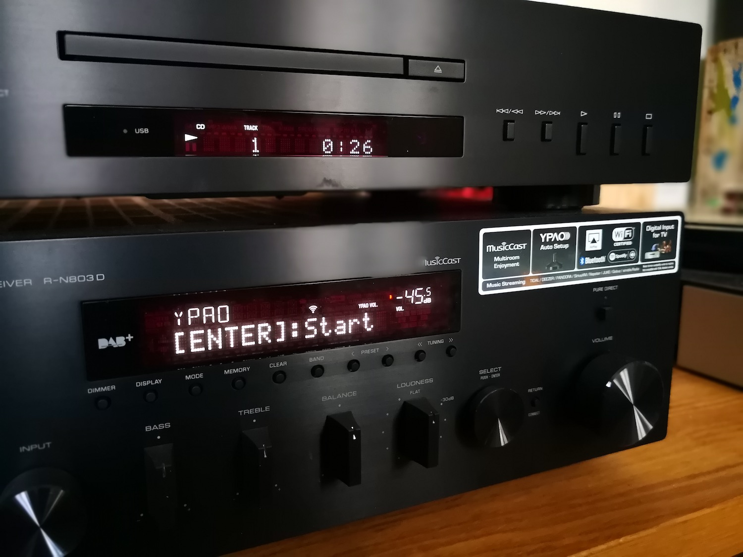 review yamaha r n803d stereo receiver met kamercorrectie. Black Bedroom Furniture Sets. Home Design Ideas