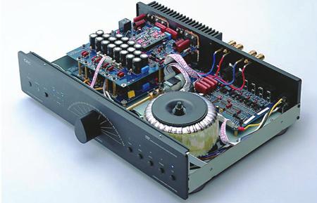C.E.C. AMP3300 en CD3300