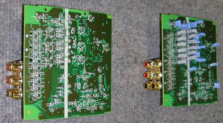 Links de originele DV6400, rechts de vM-versie