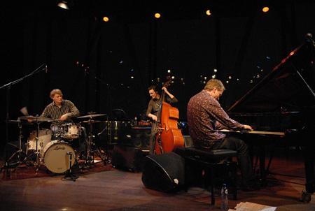 Jeroen van Vliet Trio - The Poet & Other Tales